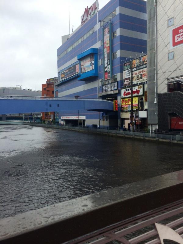 横浜西口の川ヤバいwwwwwwwww pic.twitter.com/EZX8WP5AIo