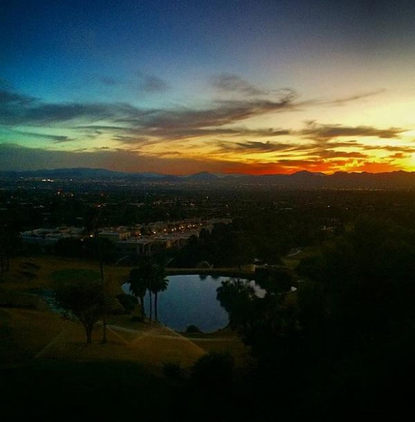Glam #sunset tonight from top of Swan @SCCTUCSON in #Tucson's #Catalinas #MCLifeTucson #MCLifeSharingTheGoodLife http://t.co/OGD0BsVl8p