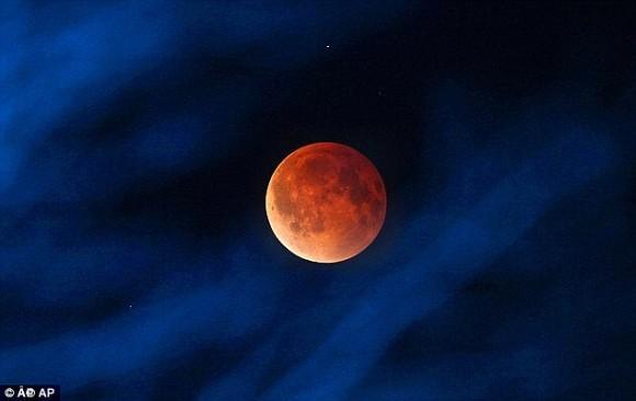 カラパイア : いよいよ明日!赤い月が見られるかも!今年2度目のブラッドムーン「皆既月食」(10月8日水 18:14~) karapaia.livedoor.biz/archives/52174… pic.twitter.com/sSQHew1Iha