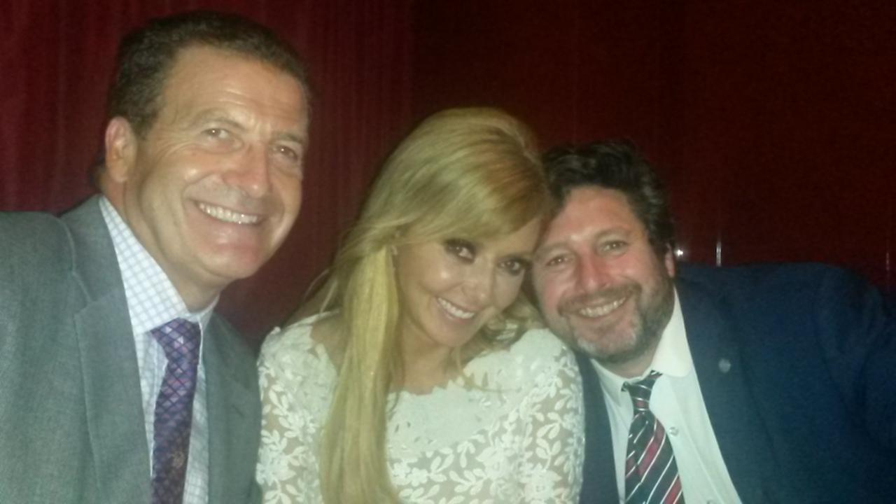 RT @JohnNicholRAF: 2am & @carolvorders & @Mirror_Editor looking stunning @PrideOfBritain in the bar http://t.co/pKCEg5l6Ij