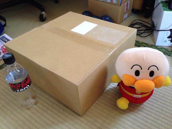 劇マスBD届いたけど梱包の箱からしてデカすぎて笑う http://t.co/CErW8OfkLT
