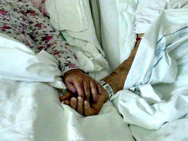 Após 65 anos juntos, casal morre com 40 minutos de diferença em Porto Alegre http://t.co/5YZpFcLR6Y #G1 http://t.co/3XlNDgDy65