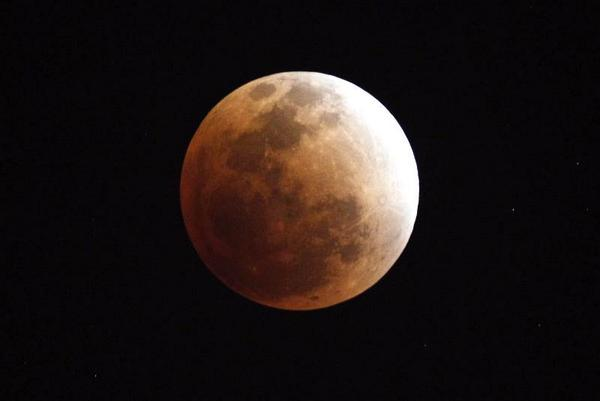 Este miércoles habrá #eclipse total de Luna y #LluviaDeMeteoros: http://t.co/8NXnxl6bO4 Foto: Archivo http://t.co/eDk0Z62QSY