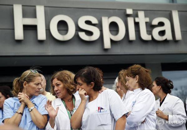 Four hospitalized in Spain after first Ebola transmission outside Africa: http://t.co/8gP6qmCSMK http://t.co/OFcVtBprjz