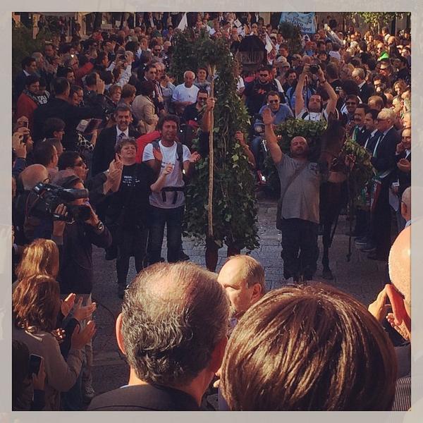 Ma le state guardando le foto che arrivano da Matera? Succedono cose meravigliose.  http://t.co/pCJamKNJw4 #MT2019 #the7hours