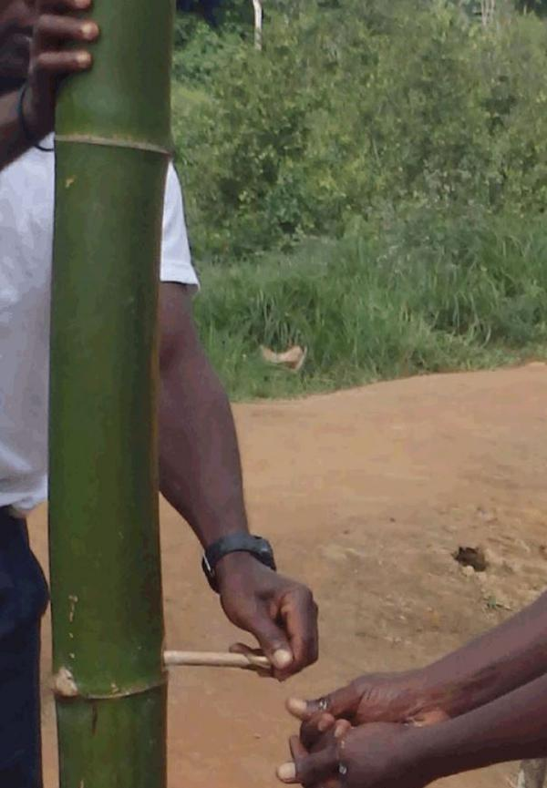 Bamboo hand washing stations are being used in Liberia to help combat the spread of #Ebola. http://t.co/lEAx87Gppa http://t.co/i0FQsIshpQ