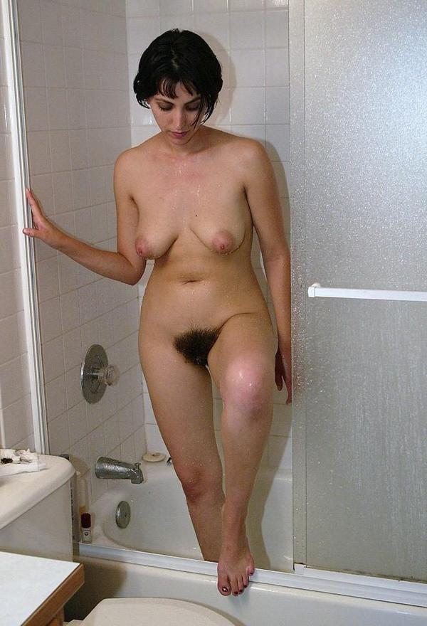 понятно, волосатая женщина моется ним