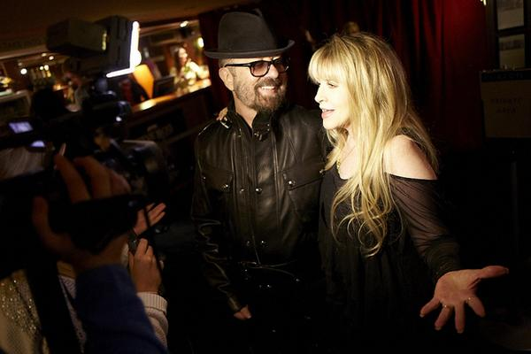 Great News I heard the album I produced with Waddy for @StevieNicks is a all over the charts today #24kGold :) http://t.co/ZvjhHWe4HS