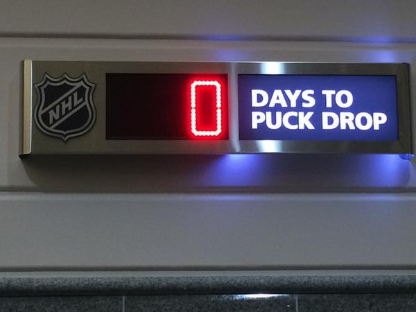 #PuckDrop is finally here #NHLFaceOff RT @SNChrisSimpson Here we go! http://t.co/HtYQF401AV