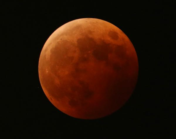QVCマリンからも #皆既月食 が綺麗に見えました! pic.twitter.com/VNV1HXqCmK