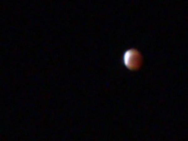 反対側が、照り始めたよ。美しい! 写真、スマホの限界だよ。 http://t.co/TecaoJGbMW