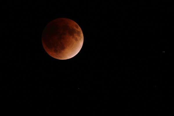 今夜は皆既月食。「月の歌」といえば何ですか?※写真は2011年撮影  barks.jp/news/?id=10001… #barksmoon  #皆既月食 pic.twitter.com/cxZL9NBSSj