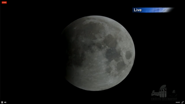 Cloudy outside? Daylight? We have a live stream view of the #eclipse http://t.co/5frjTxM9a9 #bloodmoon #lunareclipse http://t.co/6jXHKYBhO1