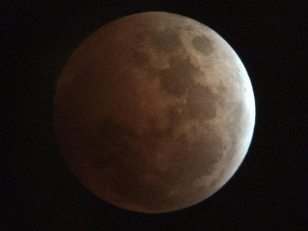 Best #BloodMoon pics on the net from @marcusleshock @WGNMorningNews #Chicago http://t.co/txNDoobHyw