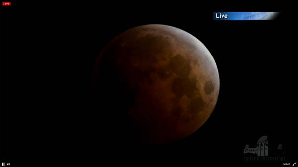 #BloodMoon! Red & orange light scattered by the atmosphere. Watch: http://t.co/JAuaXWK4JD #LunarEclipse #eclipse http://t.co/evVd0yUN9B