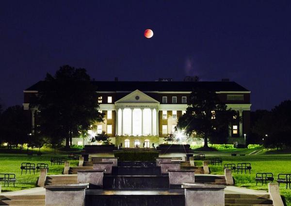 Blood Moon Thrills Sky-Watchers