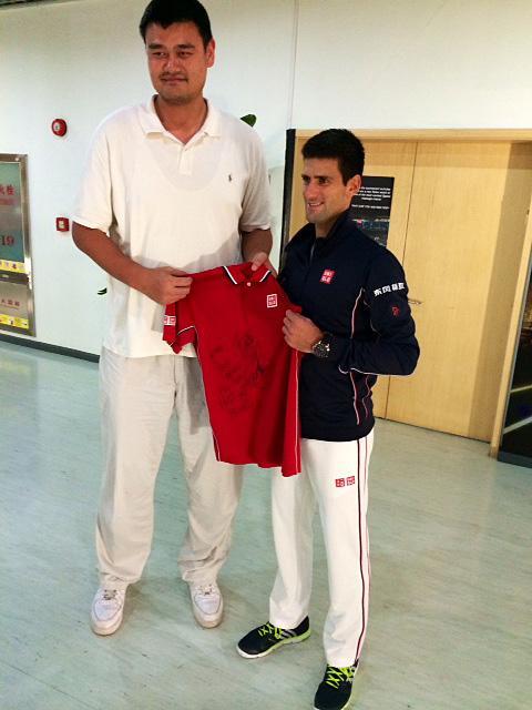 ¿Cuánto mide Yao Ming? - Real height Bzb8NbuCAAAe4op