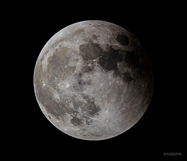 元のまるい月にもどってゆき、月食が終わります。みなさま、ほんとうにたくさんのメッセージありがとうざいます。はげみになります。 pic.twitter.com/jq1syBTW4g