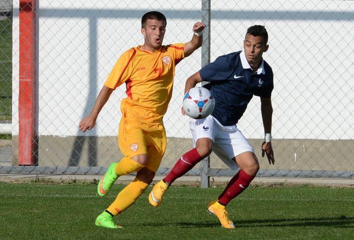 Petar Petkovski playing for Macedonia U19