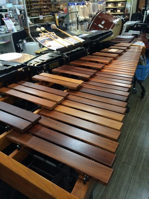 【Percussion City】 中古Marimbaが限定1台で超特価!!! Adams社製5oct.Mari定価1,850,000円(税別)のところをなんと、税込999,000円で販売致します!!!!お早めにお問合せ下さい!! http://t.co/yQXXKSXI3c