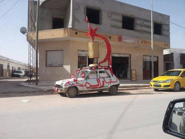 "7ogra style ""@10Millions2Po: #TnelecFails2014 :D RT ""@KBelkodja: الحملة الانتخابية للهاشمي الحامدي ههه #TnElec http://t.co/3I4w081J7A"""""