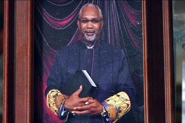 A pastor admitted to his congregation that he has AIDS and has slept with church members. http://t.co/wSsbAsq9C6 http://t.co/miS3321ux7