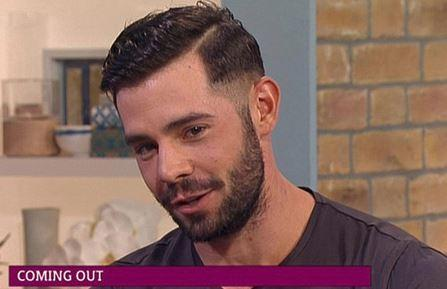 Andytowle On Twitter Tlrd British Reality Star Charlieking85 Comes Out As Gay On Uk Talk Show Video T Co Twr5ymnsos T Co Si5kesu4ji