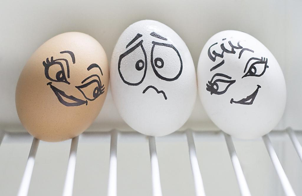 Веселые рисунки на яйцах, баскетбол днем