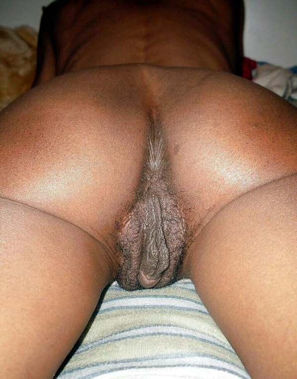 Up close women Tblack pussy