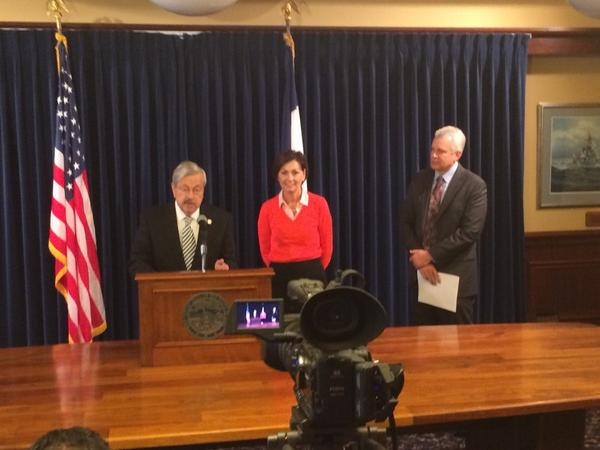Iowa Gov. Terry Branstad and Lt. Gov. Kim Reynolds announce MidAmerican Energy wind project expansion