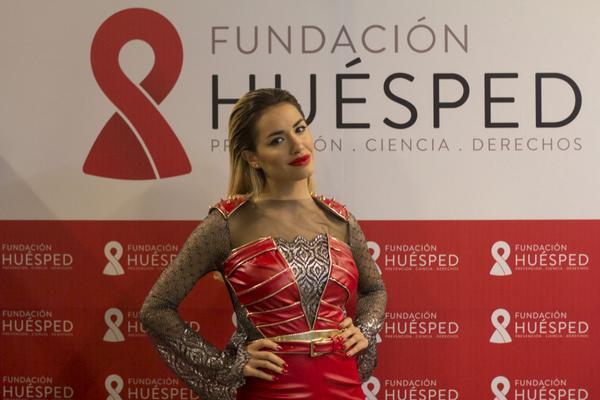 #FelizCumpleLali @laliespos... Gracias por apoyar nuestro trabajo, besos! http://t.co/PUScojjCFd