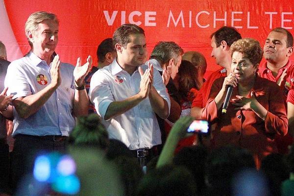 .@dilmabr pede fim da corrupção ao lado de Collor e filho de Renan Calheiros: http://t.co/LS1FYEjFsV http://t.co/TUpJG8WnGh