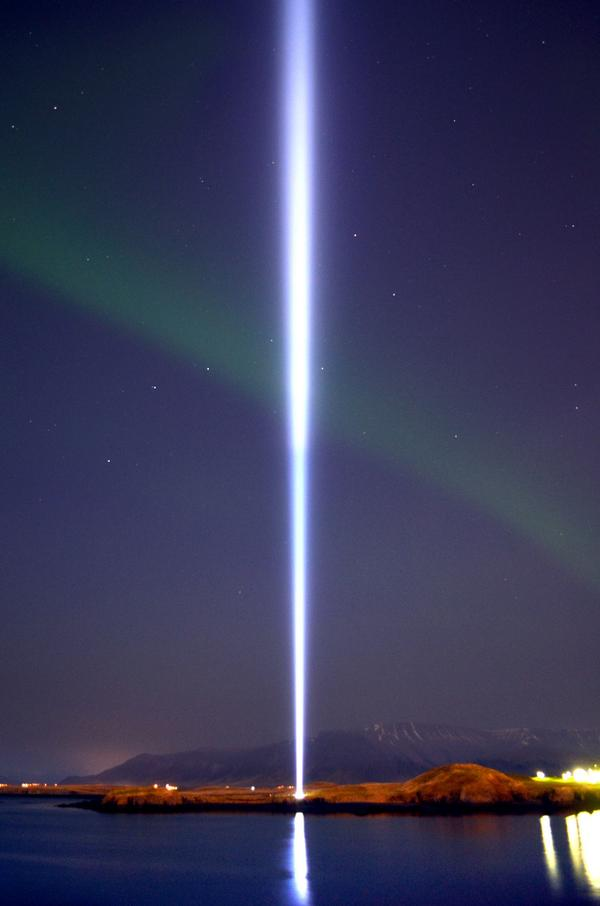 """Imagine all the people living life in peace"" - @johnlennon  IMAGINE PEACE TOWER - 9 October 2014 http://t.co/4wI4ATrSvC"