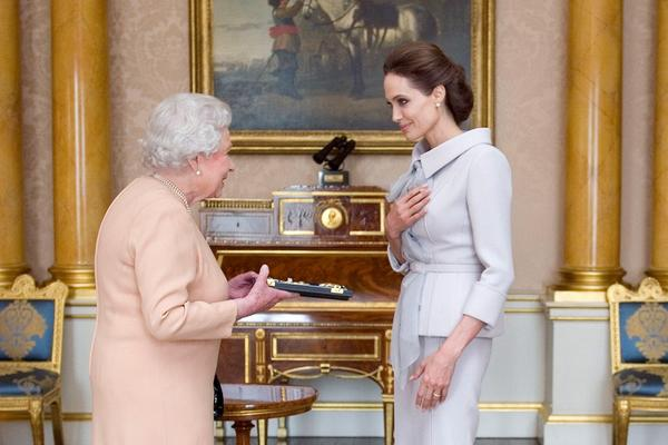Angelina Jolie has been presented with an honorary damehood by the Queen today: http://t.co/hVew2imLFr http://t.co/56i9LStaCI