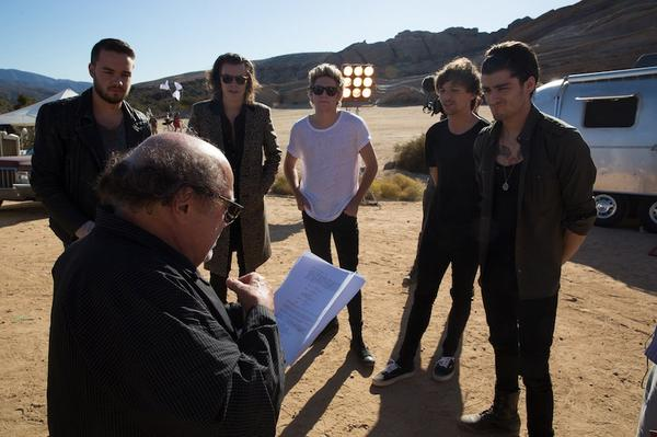 cant believe that Hollywood Royalty @DannyDevito is in the steal my girl video ! what a legend ! http://t.co/2PH42Q3sul