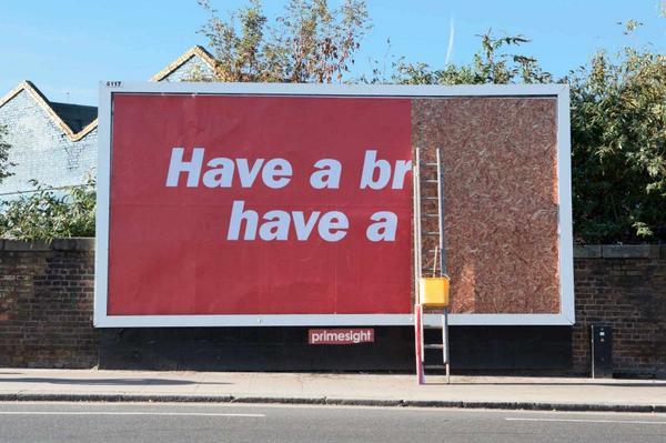 Kit Kat put up half a billboard: http://t.co/u4LjbcqSfs @JWT_London http://t.co/ftuC08m2Ly