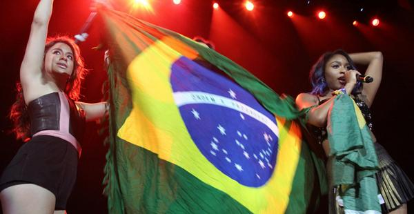 Fifth Harmony agita os fãs brasileiros com show no Rio --> http://t.co/24iyqxiFDv http://t.co/3STOL0Nswg