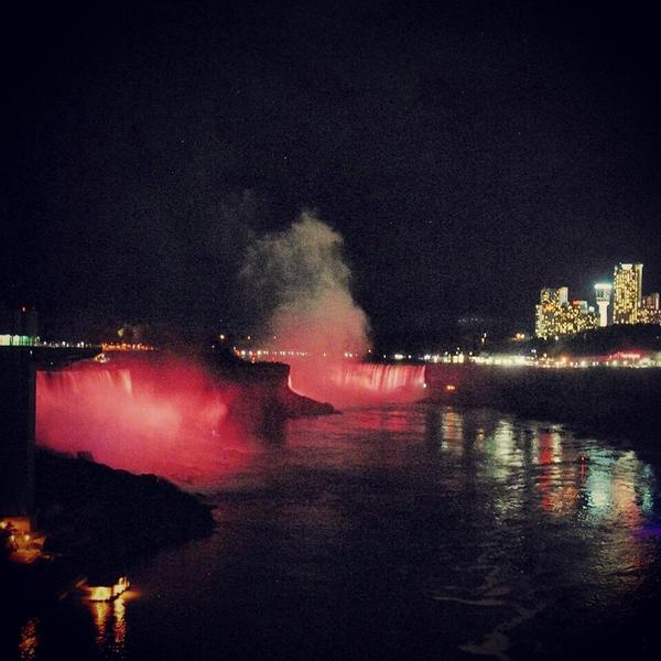 #NiagaraUSA went pink tonight for #BreastCancerAwareness! #Billieve #NiagaraFalls #Pinktober http://t.co/IciAVfB47C