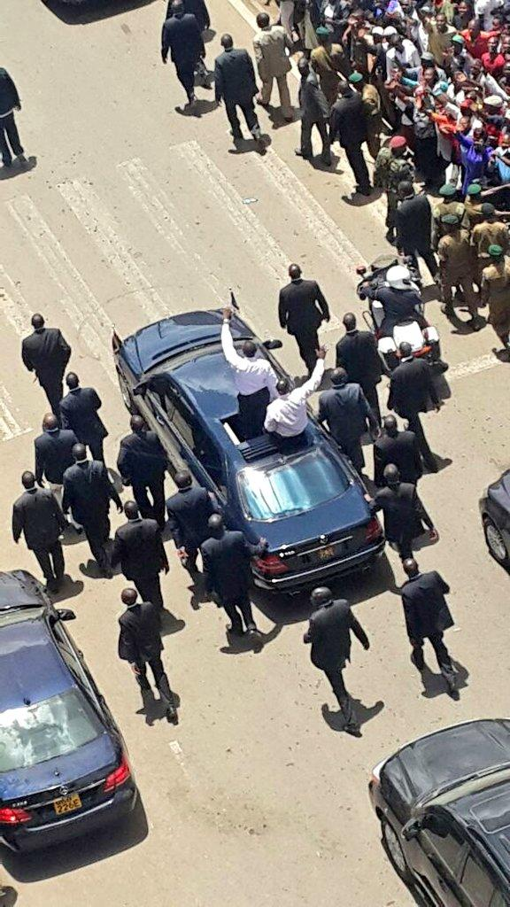 Someone took a photo of Uhuru's entourage from top of a building while his security looks oblivious. http://t.co/MScld7qjL9