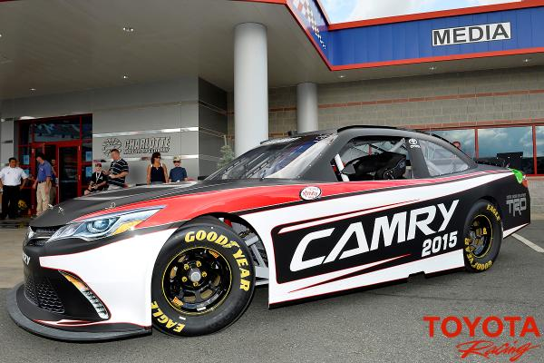 Toyotaracing Here S The 2017 Toyota Camry That Will Compete Starting Next Year In Nascar Xfinity Series Pic Twitter Abolnzejeq