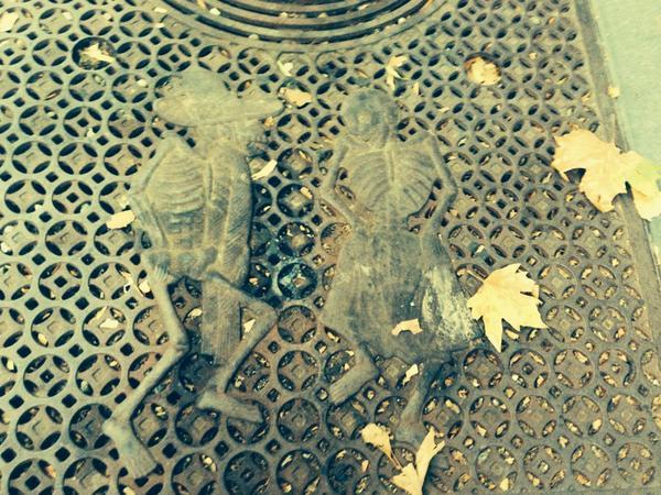 Posada calaveras on the sidewalks of SF #DeathSalonSF http://t.co/UXZGCZcfAF