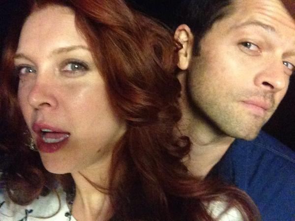 I think there's someone behind me @mishacollins #stalker http://t.co/CGiQ75bwUR