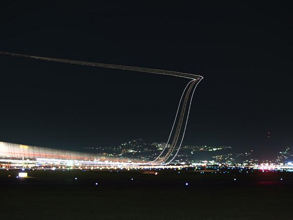 伊丹空港にて。銀河鉄道みたいで撮ってて飽きませんね。