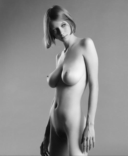 Modèle d'adolescents nus de lesbiennes