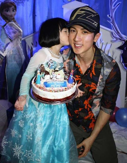 [FLH/PIC] aww look at #wuchun frozen princess ^^ SO CUTE <3 #wuzun #feilunhai #fahrenheit http://t.co/3m69WTS0uK