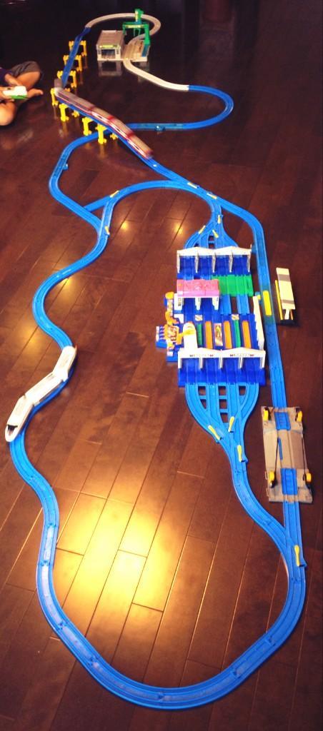 鈴鹿サーキット作ってみました。立体交差とピットレーン、東コースだけで周回できるのがこだわり。 pic.twitter.com/iG00ySUFtv