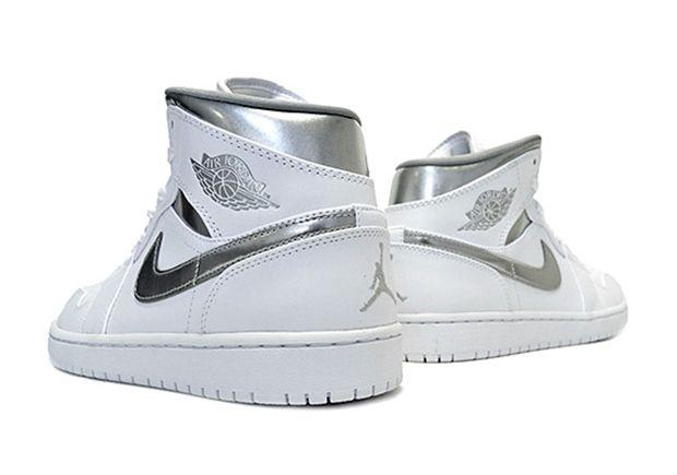 Air Jordan 1 Mediados Zapatilla Embargo Twitter MpfoNEEG