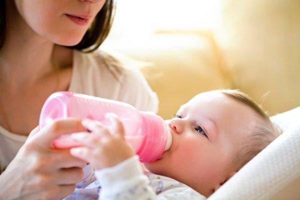 Кормить ребенка молоком