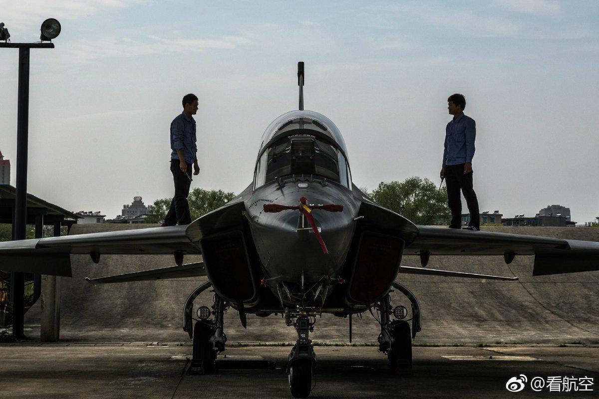 الصين تكشف النقاب عن طائرتها الهجومية الجديدة من طراز L-15B C-0OuVvWsAAPBEK