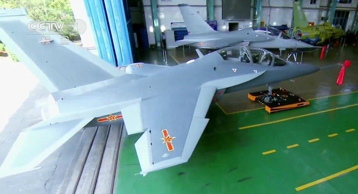 الصين تكشف النقاب عن طائرتها الهجومية الجديدة من طراز L-15B C-0V6isWAAAr-EG